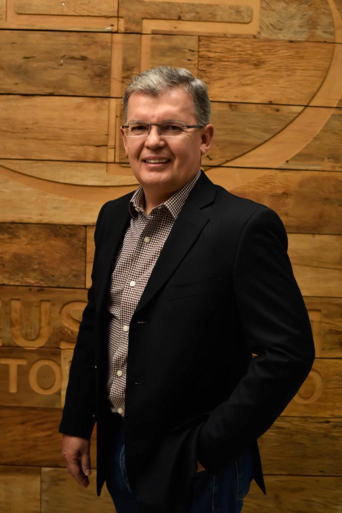 Irismar Queiroz - Pastor na Igreja Batista Renascer Sede.