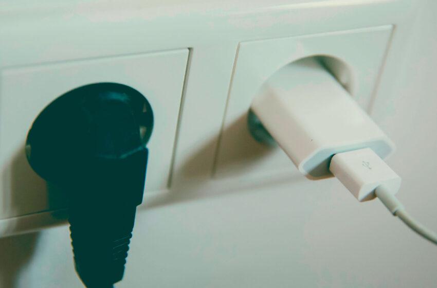 O que vem primeiro: o plug ou o conector?